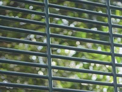 Minigroove Fence
