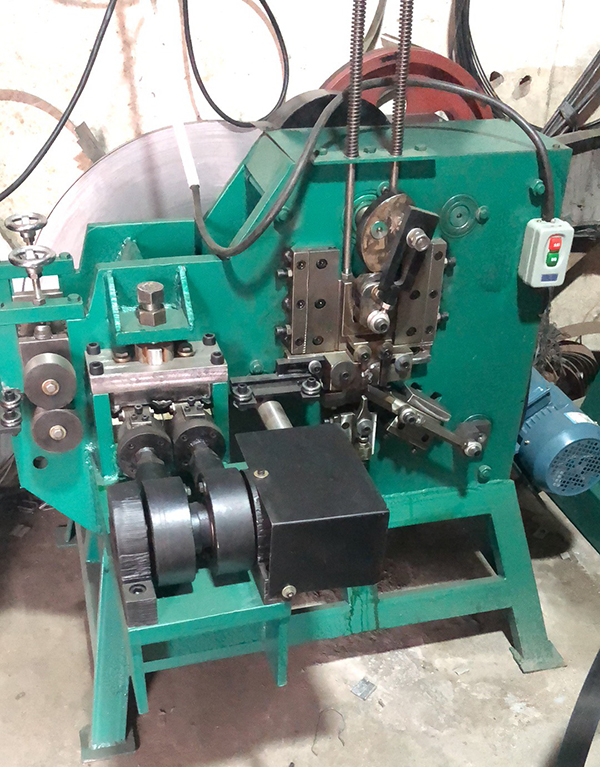 """machine for making 5/8"""" PET strapping seal"""