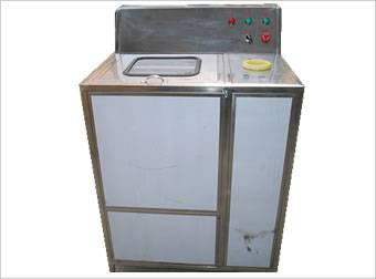 Filling barrel cleaning machine