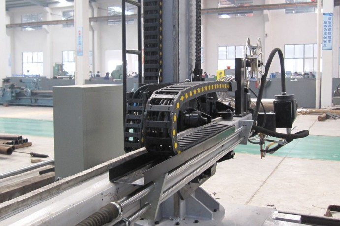 Automatic welding manipulator with welding positioner and flux recovery system