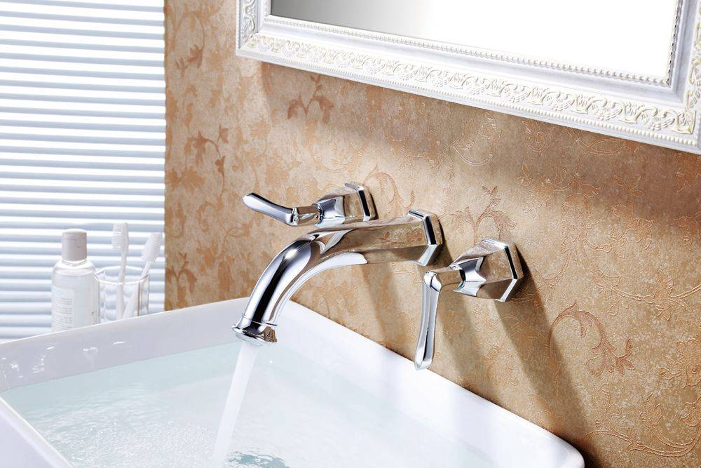 Modern chrome brass wall mounted bathroom basin tap