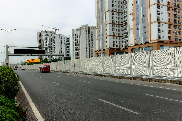 Vietnam Durable and Reinforced Noise Barrier Noise Reduction Wall for Transportation Construction