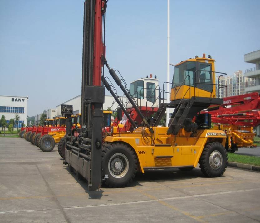 SDCY80KC empty container handler