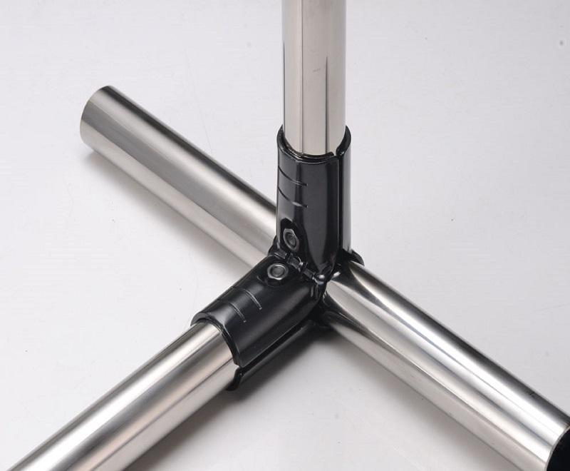 Lean pipe black metal joint
