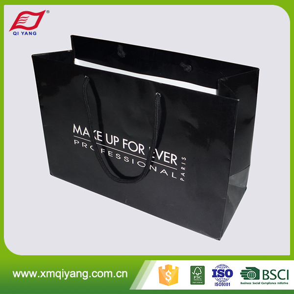 Famous brand high quality gold foil stamp black paper bag shopping