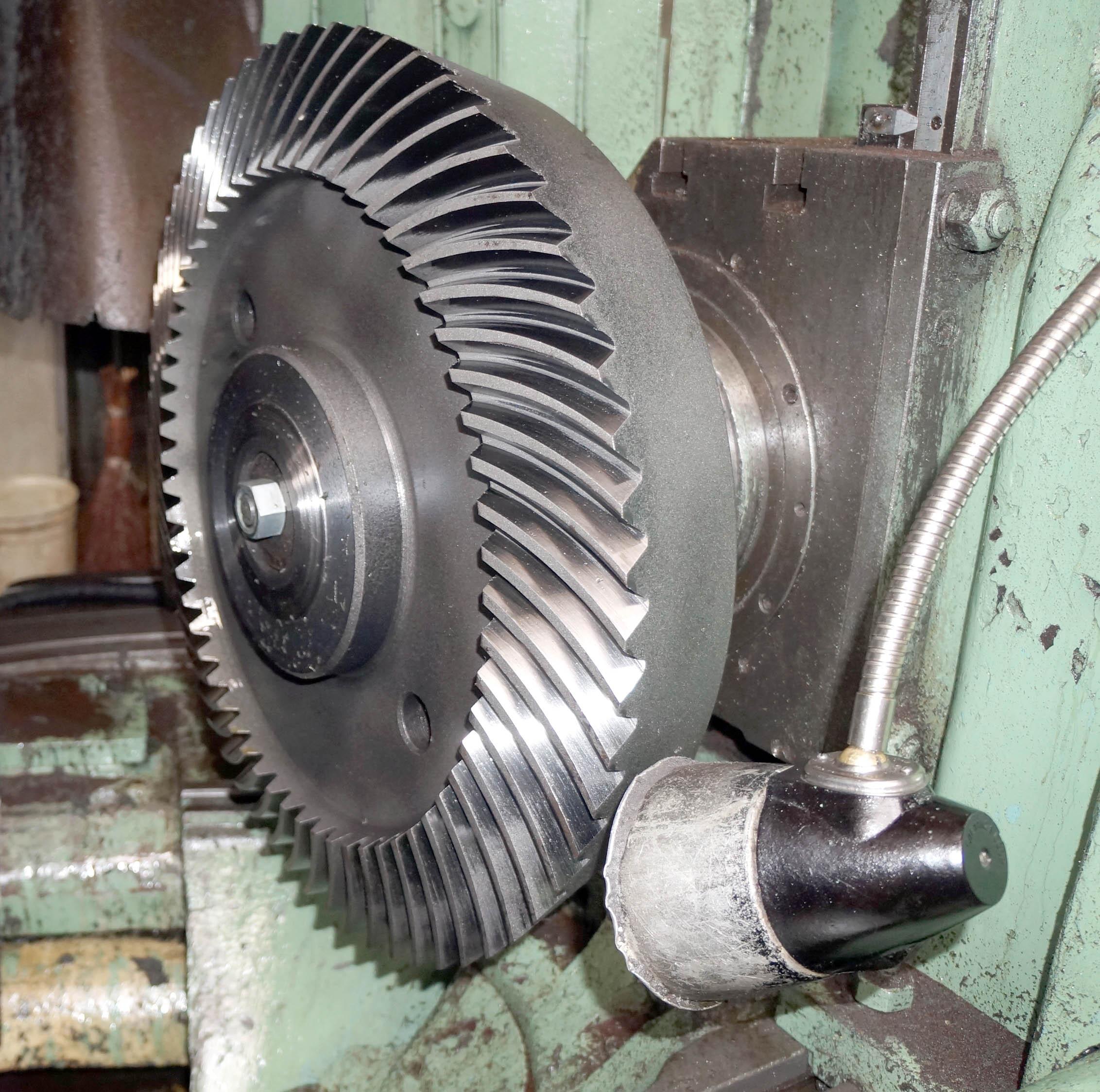 Gear grinding machine for spiral bevel gear set model 5A872
