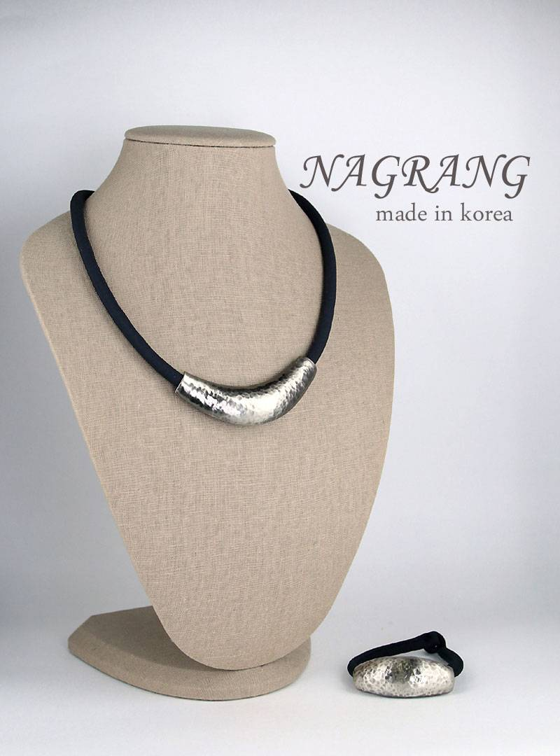 NAGRANG Arch shaped metal necklace and bracelet set