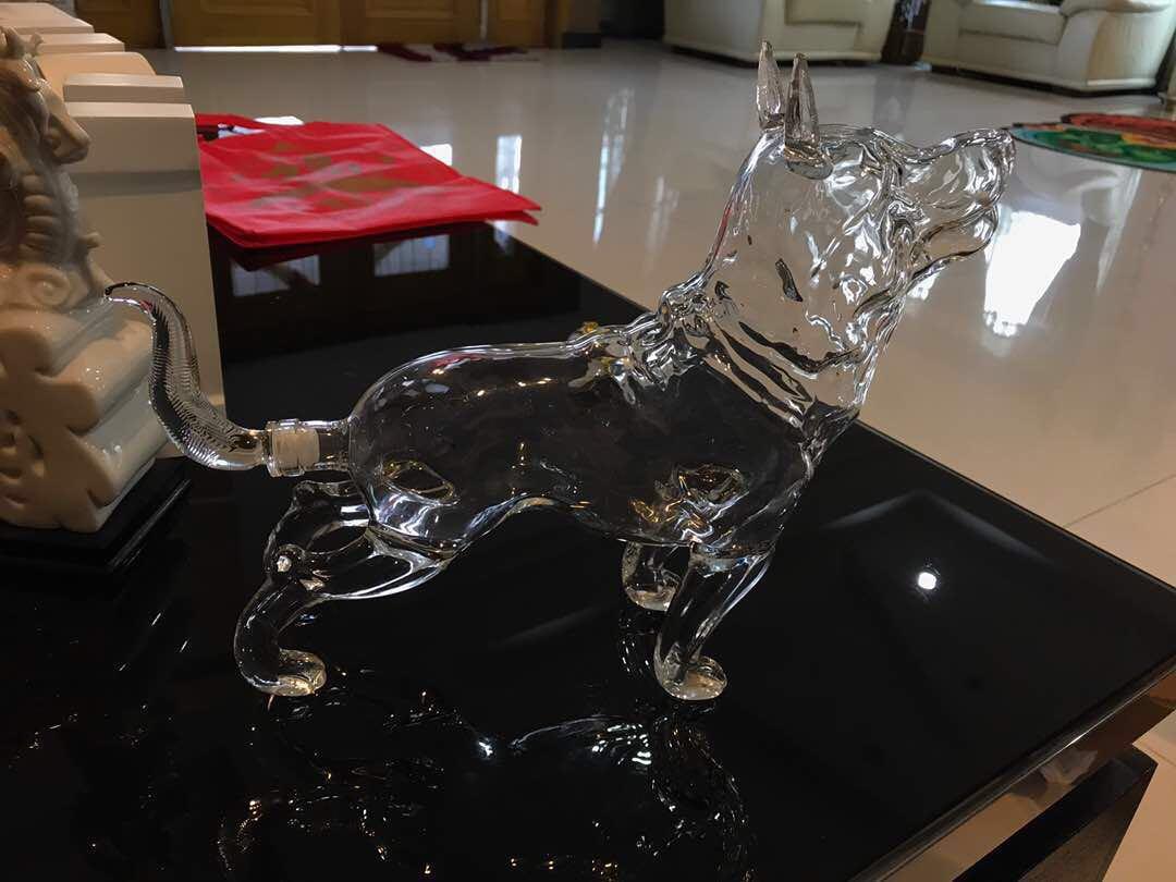750ml glass gift with dog shape handmade wine glass bottles / empty vodka glass bottle