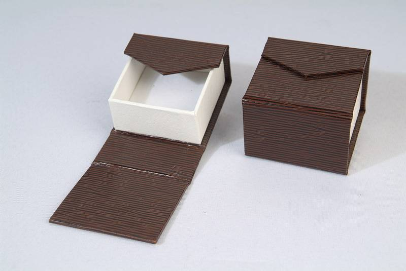 Custom hard paper jewelry boxes