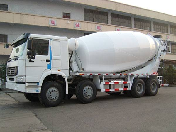 14 M3  SINOTRUK HOWO Concrete Mixer Truck 8X4 371HP