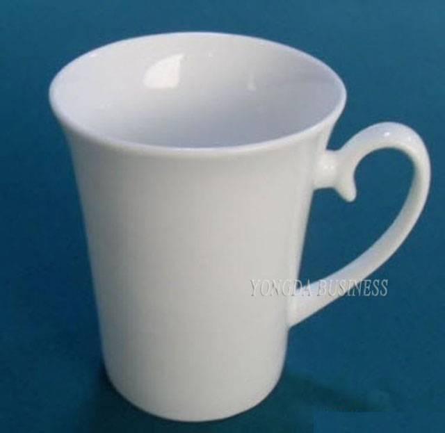 white color stoneware / ceramic / porcelain mugs / cups / drinkware