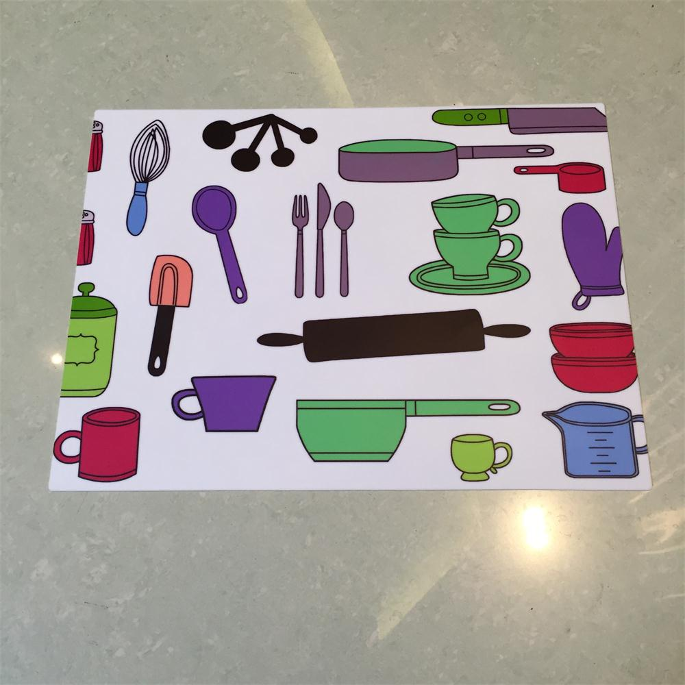 Heat resistant decorative silicone table plate mat