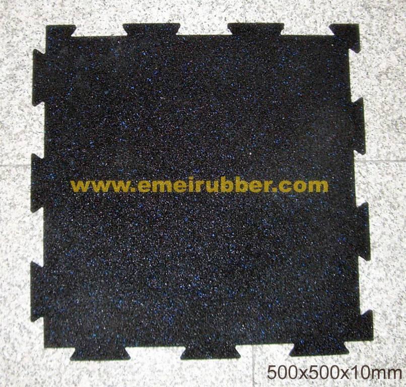 Outdoor gym interlocking rubber tile