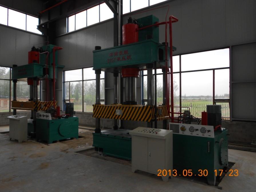 Three beam four column hydraulic press