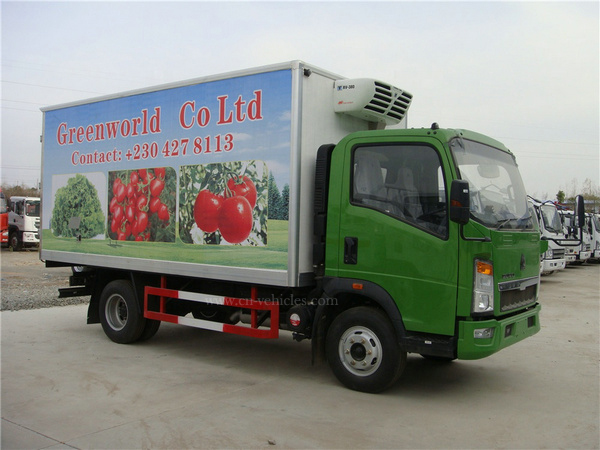Sino HOWO Euro3 Diesel 6 Wheel 8 Ton Right Hand Drive Cooling Box Truck for Sale