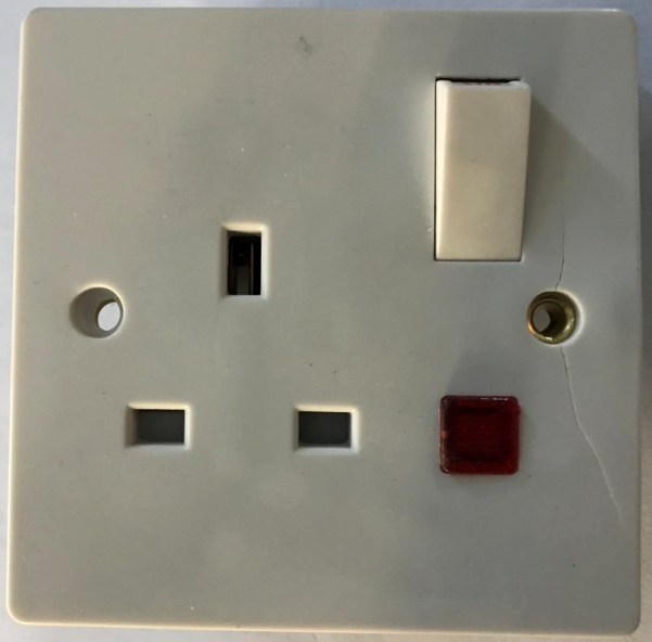 (SE) 13A switched socket with neon