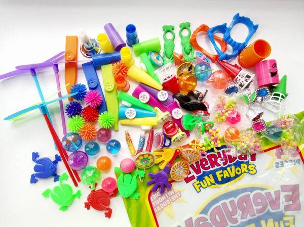 Small toy assortment party favor (novelty toy)