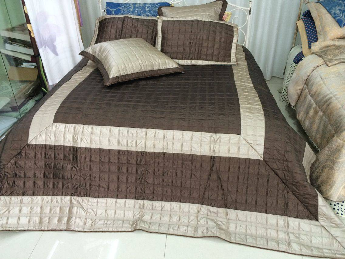 Feather/PU bedspread set