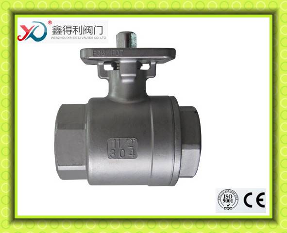 Q11F-16P 2 PC manual NPT female ball valve with mounting pad