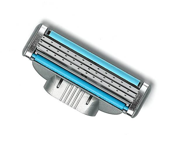 triple blades razor head packed  by blister card