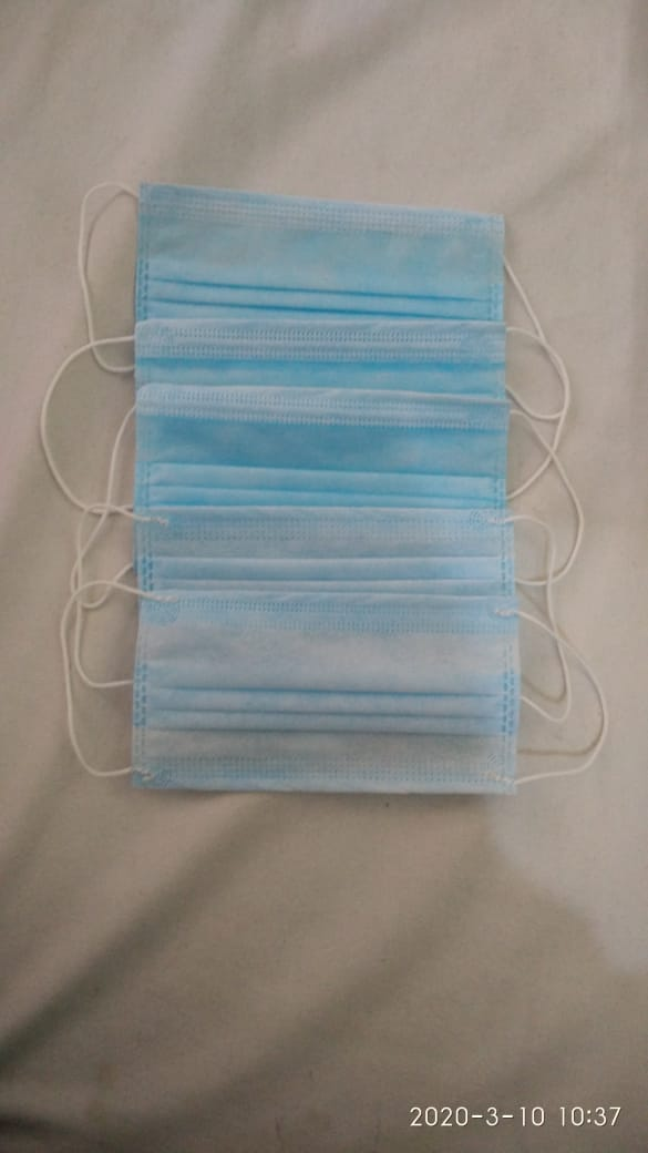 3 Ply Surgical Face Mask by Non Woven Fabric Waterproof Tissue Cloth with Ear Loop or Tie