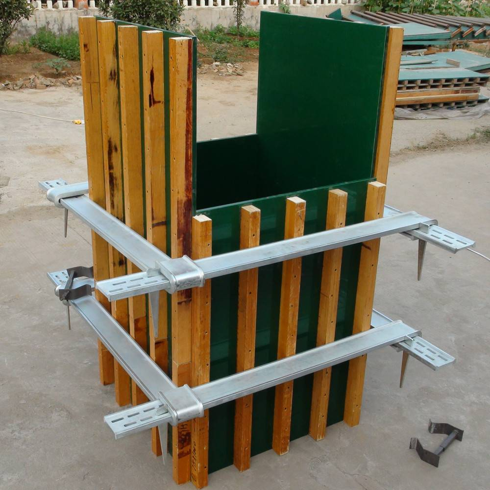Wooden column formwork with steel frame for building construction