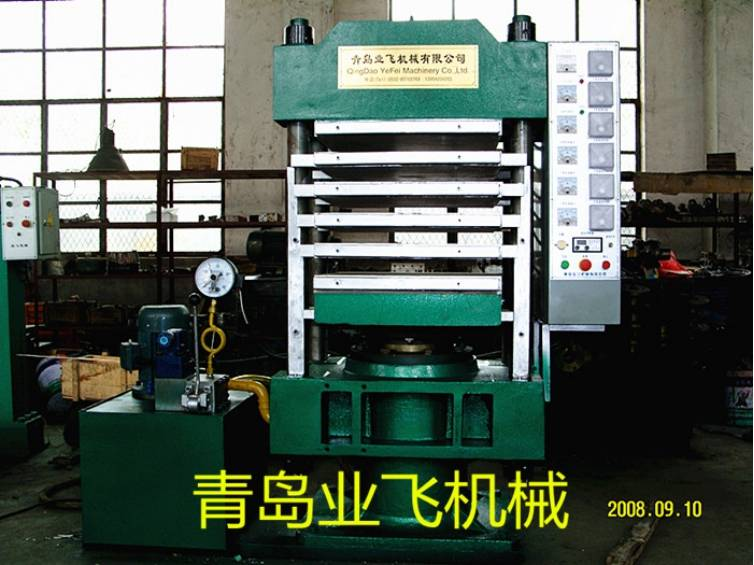 Multilayer and pillar type vulcanizing machine