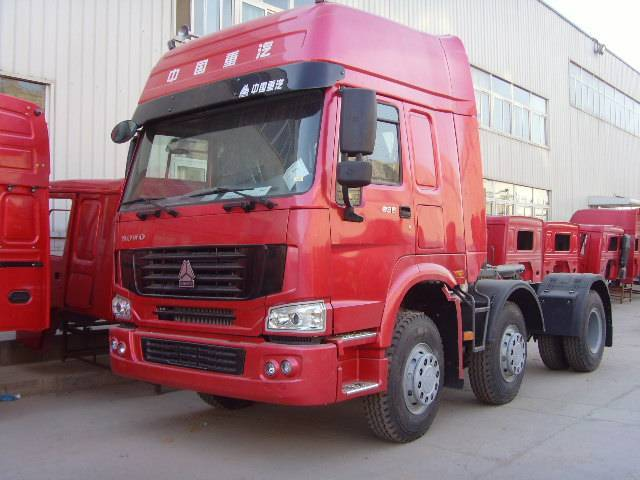 HOWO tractor truck 6x2