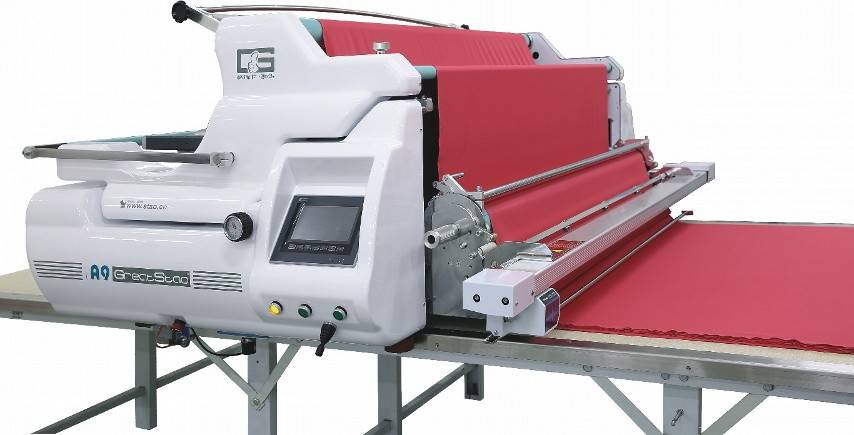 fabric spreading machine with cutting