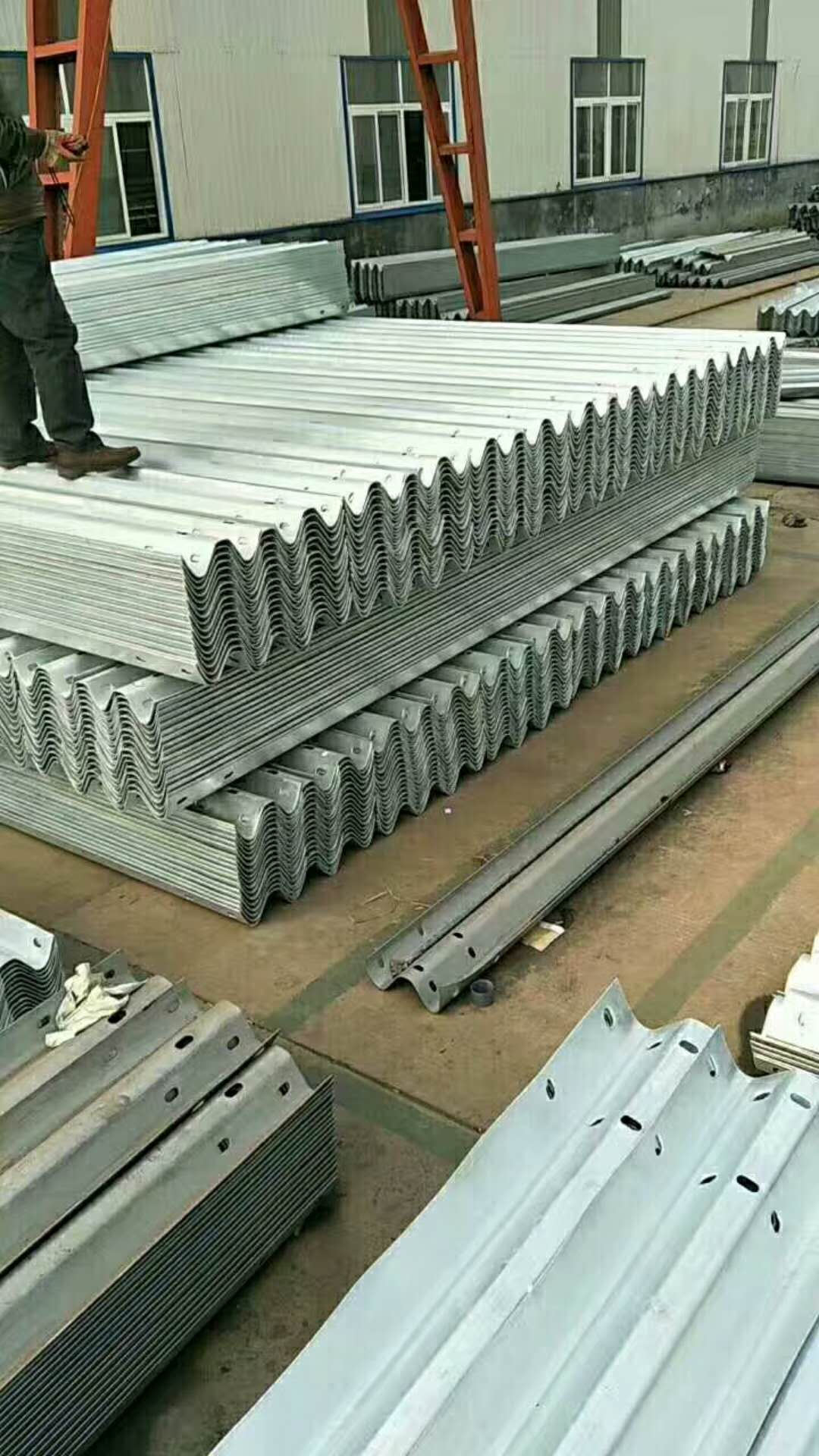 2018 hot selling hot dipped galvanized highway guardrail barrier in two or three waves