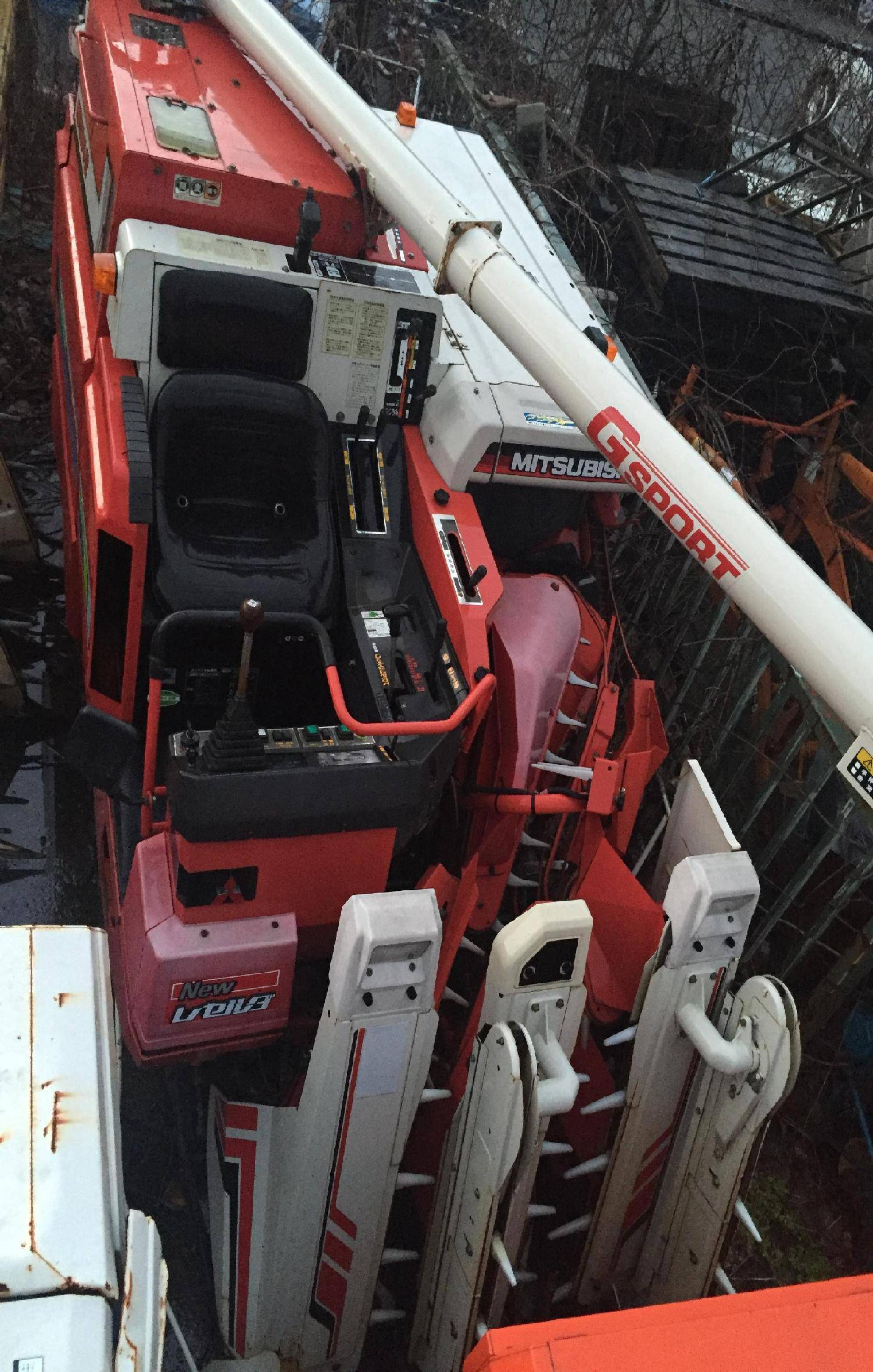 Used combine harvester Mitsubishi MC24G