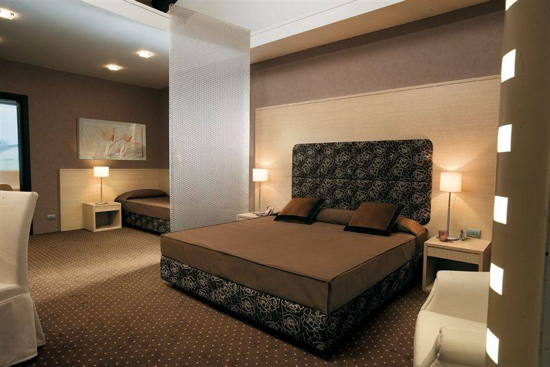 Melamine partical board holiday inn hotel bedroom hotel furniture for economical commercial hotel