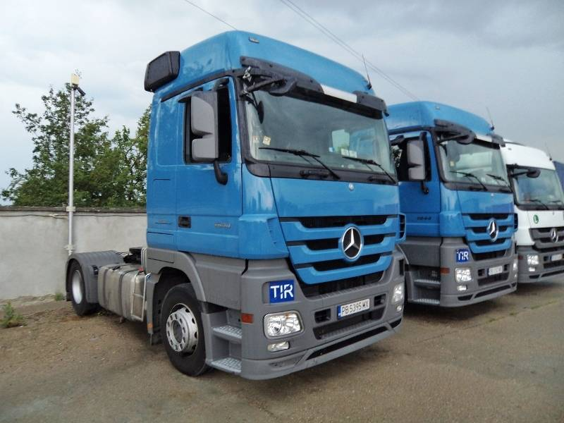 300 units Tractor heads for sale