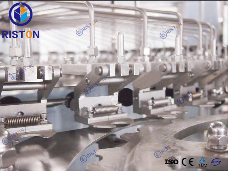 Carbonated beverage filling machine