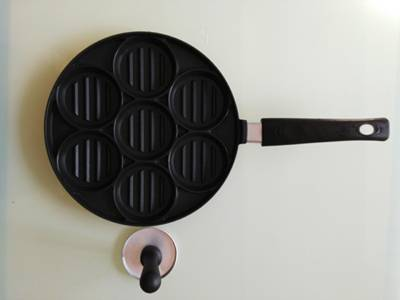 7 hole casting pizza pan