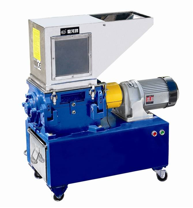 Low speed granulating machine with high quality