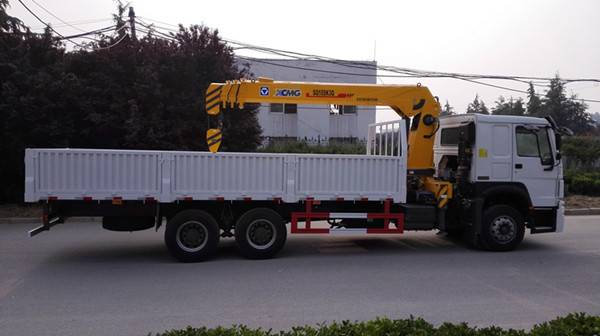 SINOTRUK HOWO 6X4 Truck with Crane for sale-1257N4341W