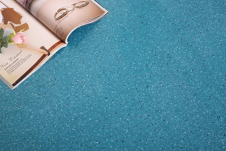 PVC sheet flooring with mesh fabric