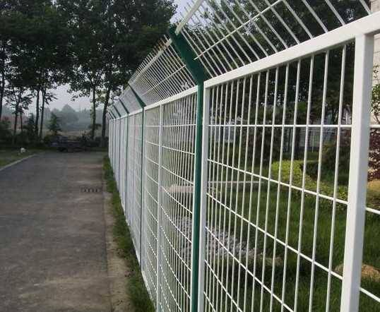 200*50mm High quality and ecomical 3D curved wire mesh fence