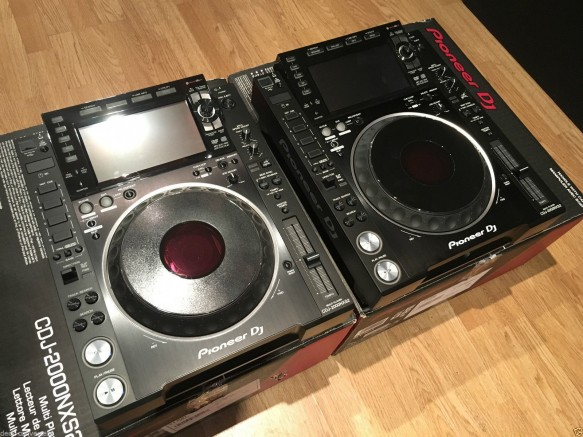 2 unit of pioneer cdj 2000nxs2 and djm 900 nxs2