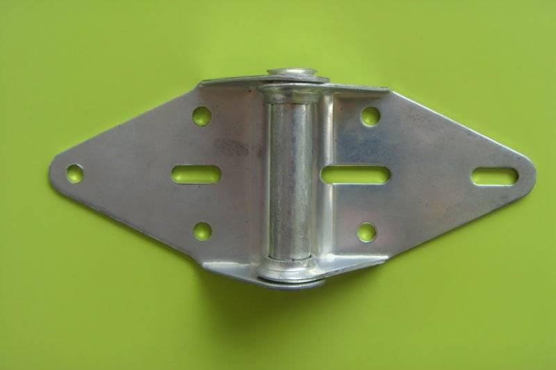 High precision metal hinges