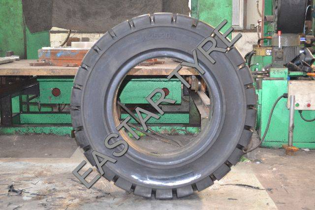 Forklift Solid Tyre (8.25-20)