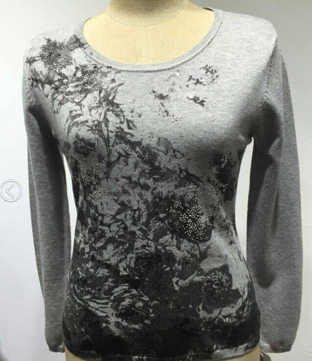 Woman's printed pollover jumper knitwear