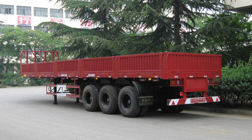 Tri-axle cargo semi-trailer ST9403