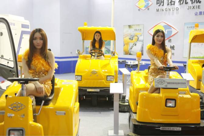 MN-C350 battery powered industrial vacuum cleaner