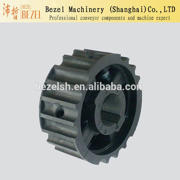 Moulded driven sprocket conveyor with teeth