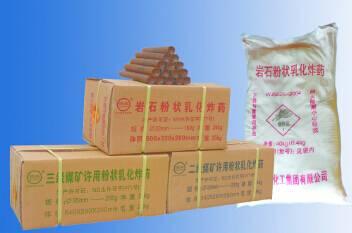 Powdery emulsion explosive