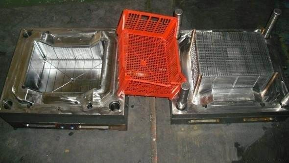 Rigid plastic packaging and container mold