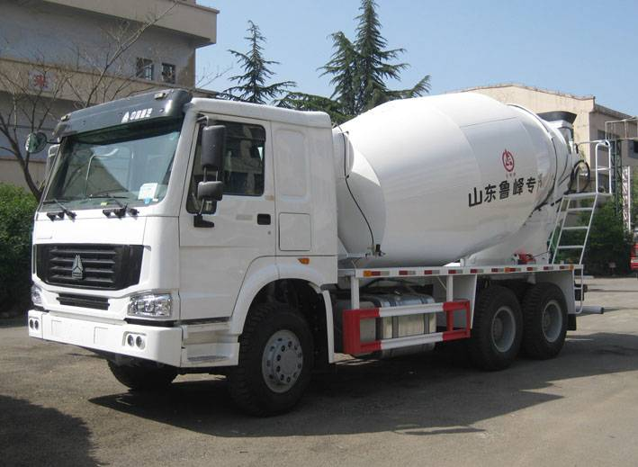 SINOTRUK HOWO Chassis 9cbm Concrete Mixer Truck