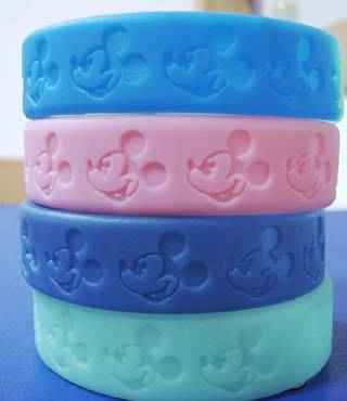 shape debossed silicone wristbands